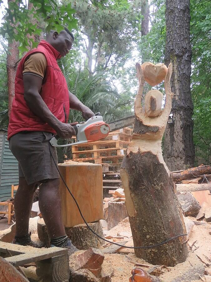 chainsaw wood carving for beginners