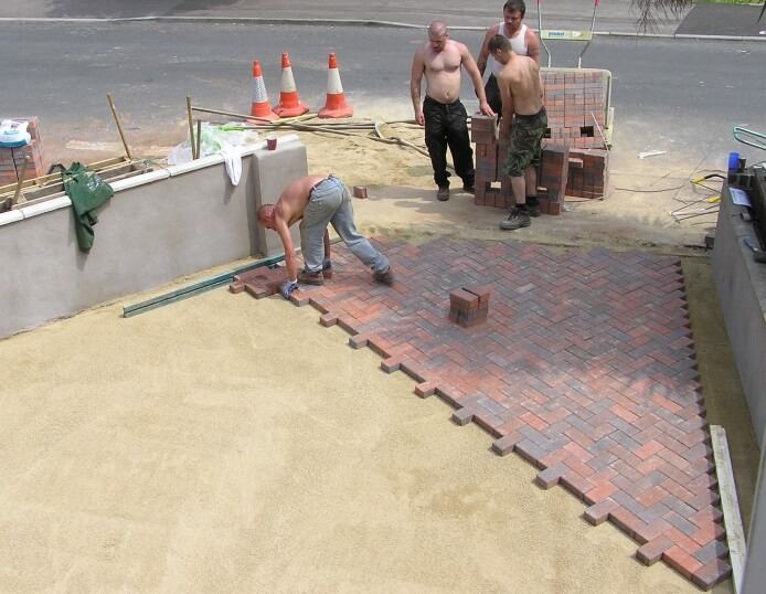 how many inches of sand under pavers