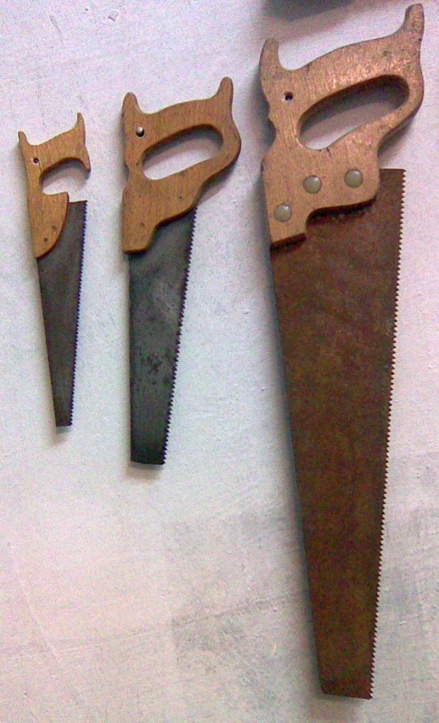 how to hang crosscut saw on the wall